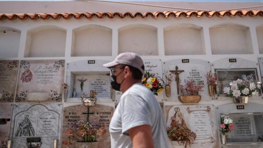 Enterrados en Candelaria 9 de los 24 cadáveres de la patera de El Hierro