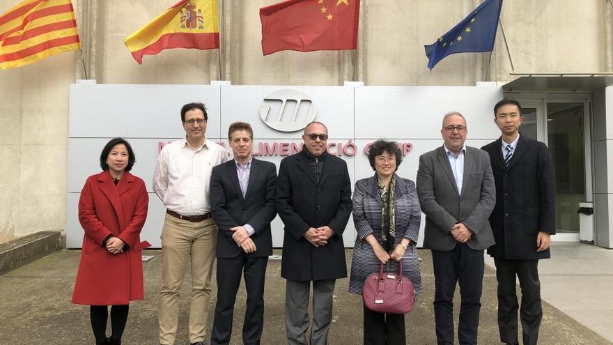 La cònsol xinesa visita l'empresa GM Food Iberica a Vilamalla