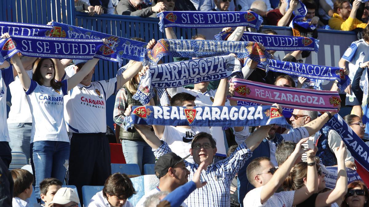Varios aficionados del Real Zaragoza, en el choque ante el Deportivo, el último con público.