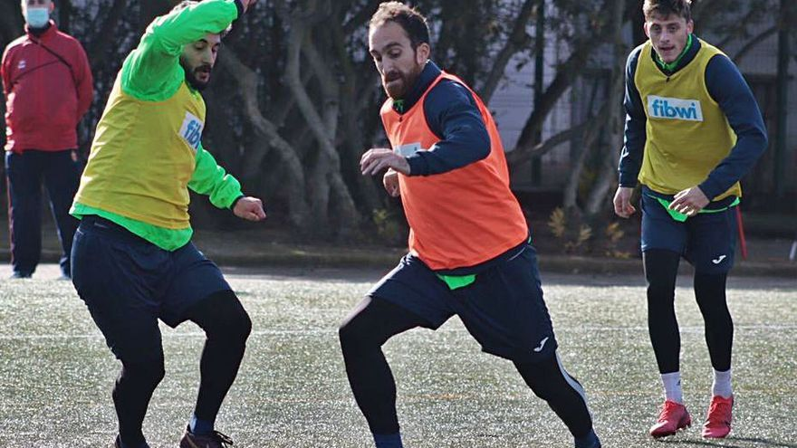 El Poblense aspira a tumbar al filial del Atlético para seguir respirando