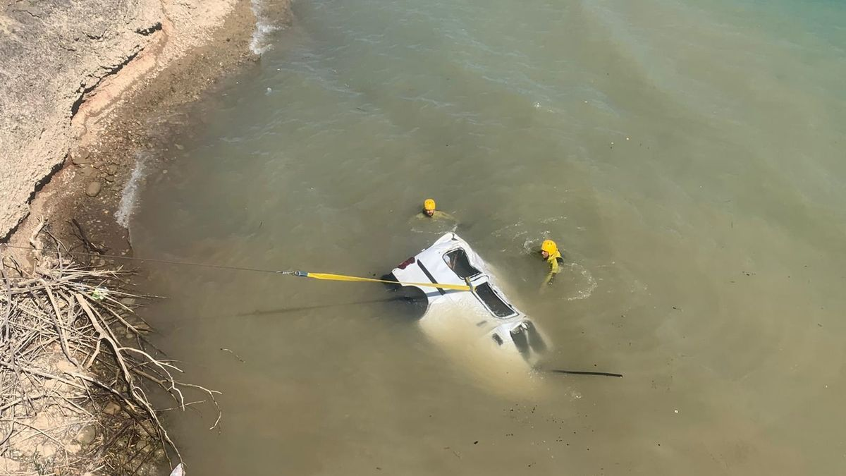 El vehículo cayó al embalse de Barasona.