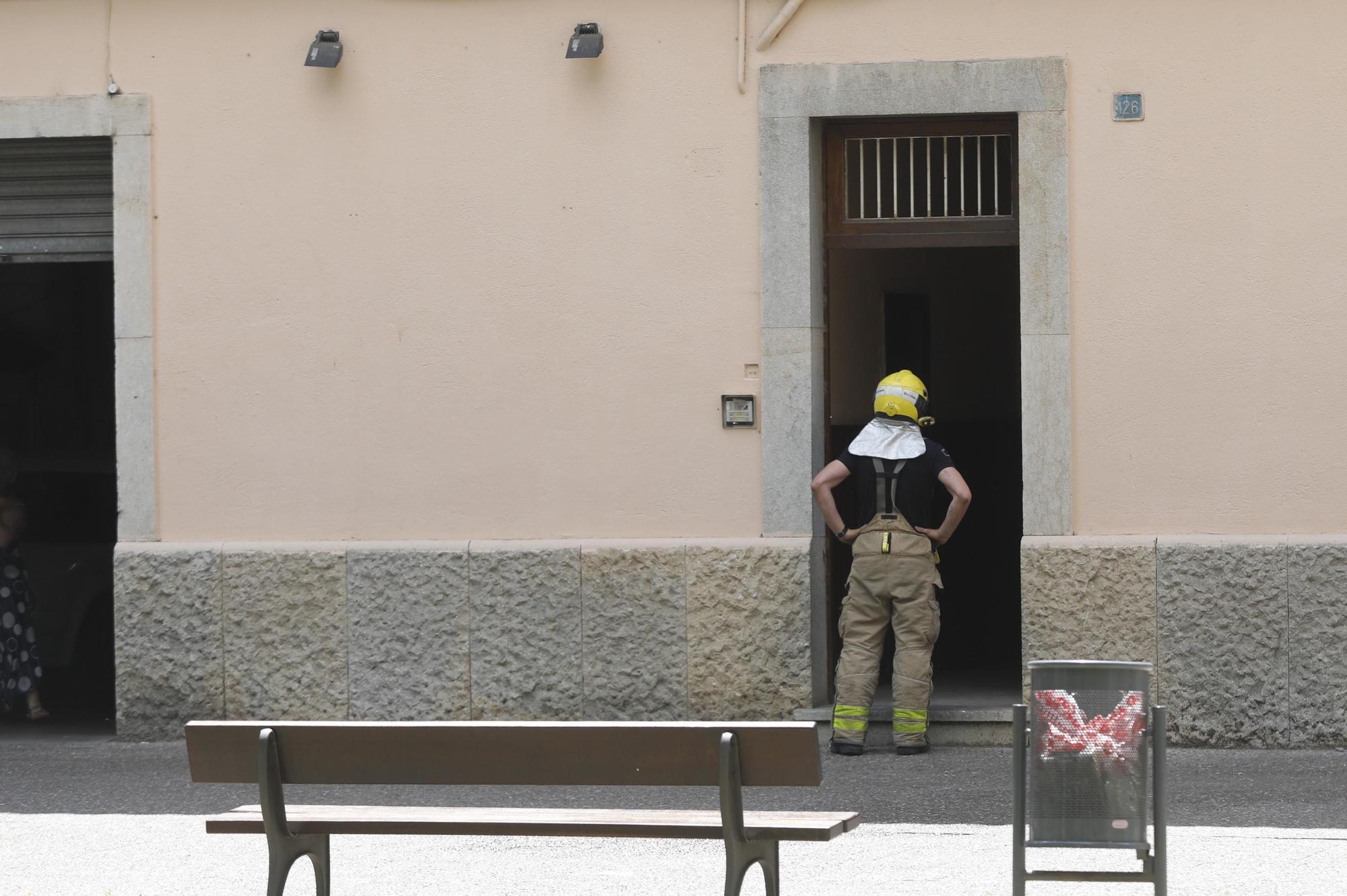 Incendi en un garatge d'un bloc de pisos de Girona