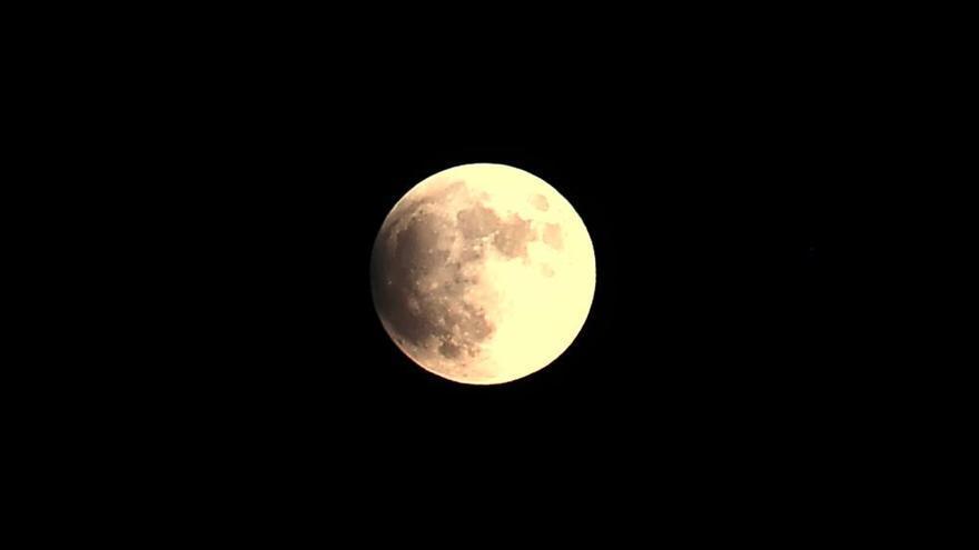 El eclipse lunar, visto desde Santa Pola