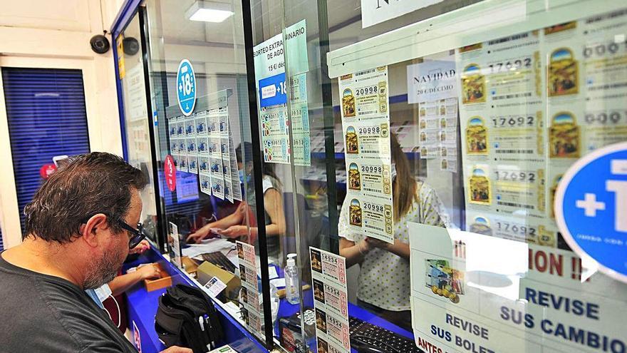 La venta directa de lotería de Navidad cae más de un 30% por miedo al virus y se dispara la vía online
