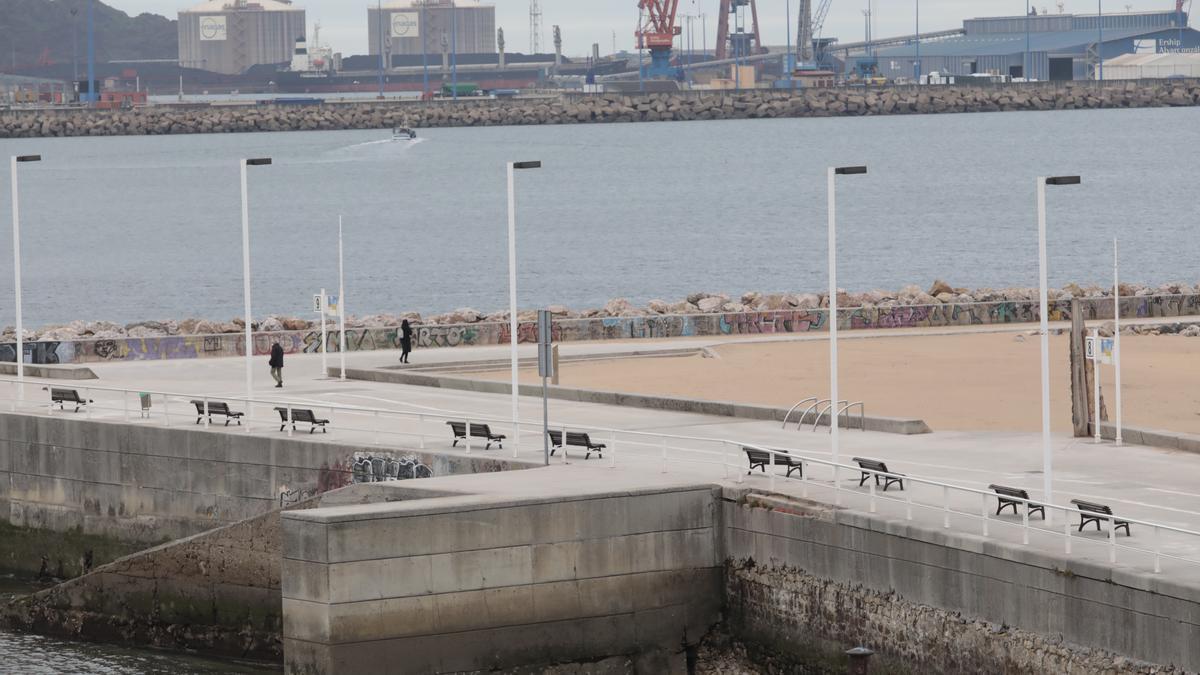 Paseo de la playa de Poniente que llevará el nombre de Vicente Álvarez Areces.