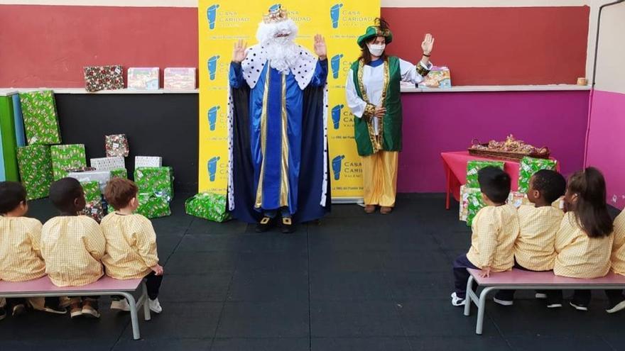 Bankia y Casa Caridad entregan regalos a 140 niños en situación vulnerable
