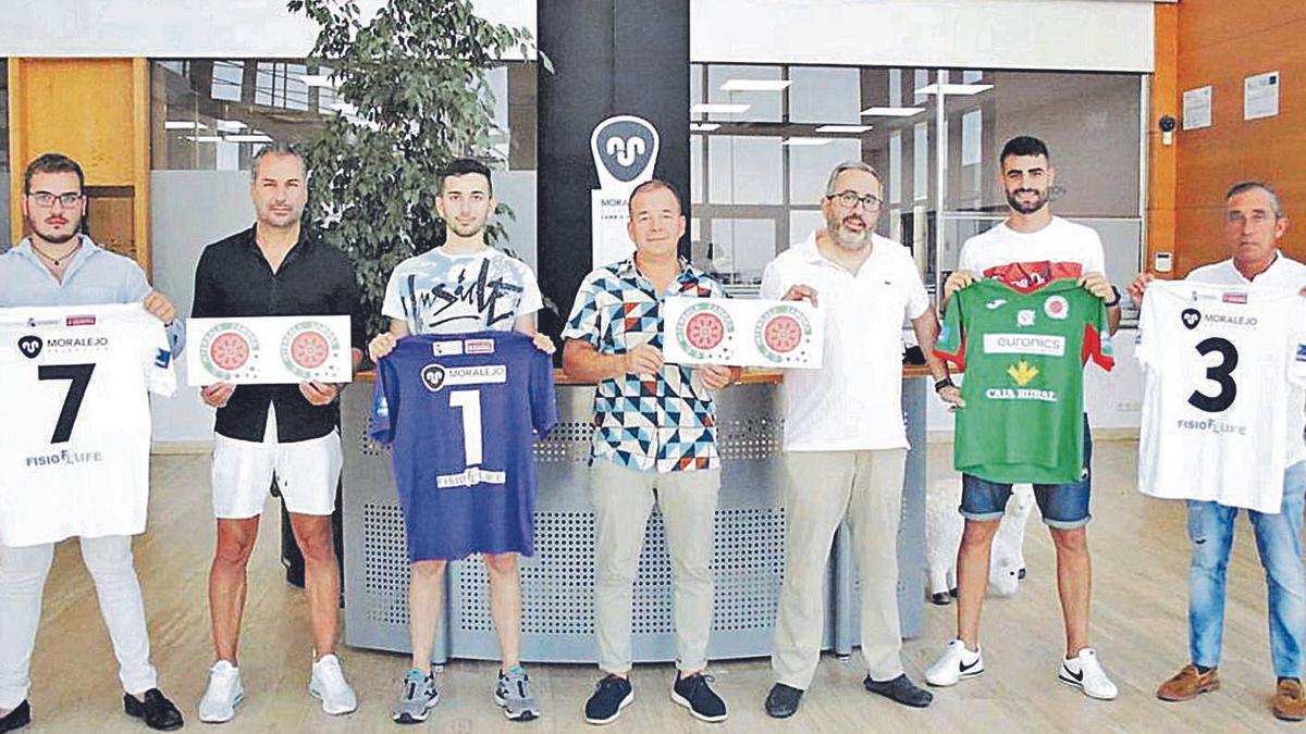Imagen de la firma del acuerdo entre Moralejo Selección e InterSala Zamora.