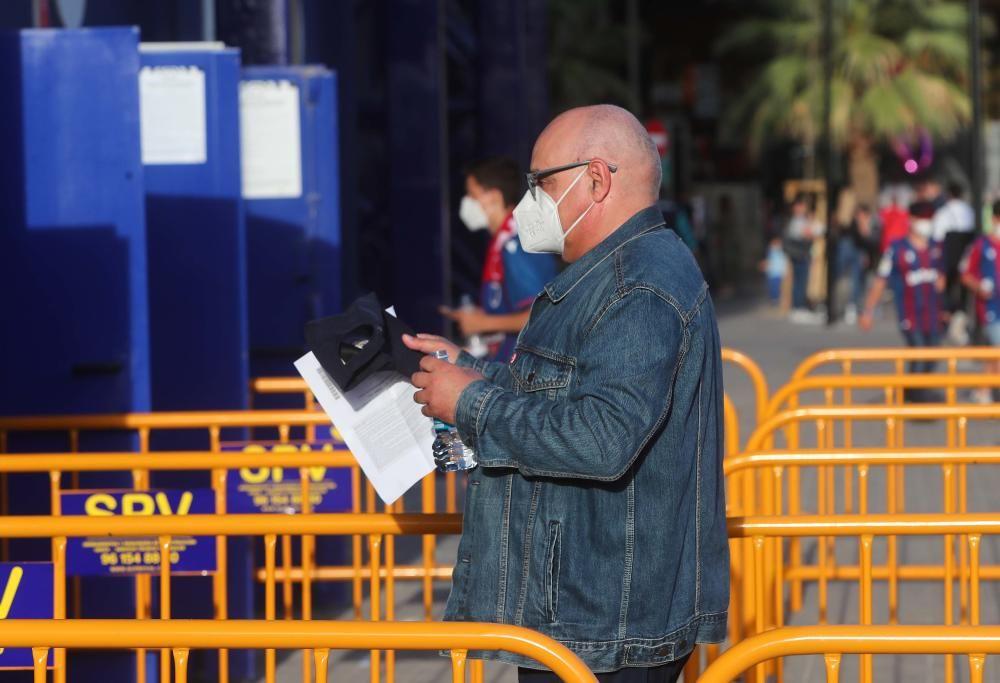 El público vuelve al Ciutat en su estreno con su nuevo aspecto