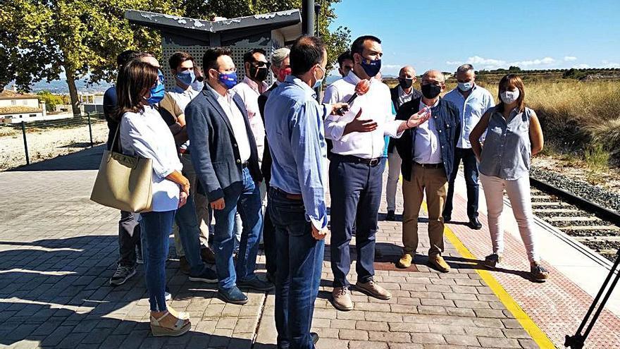 El PP provincial protesta en Montaverner por el «abandono» de la línea Xàtiva-Alcoi
