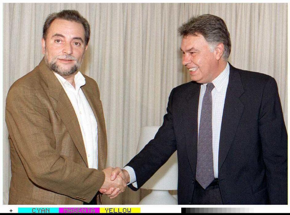 MD-104.MADRID,26-7-96.-El ex presidente del Gobierno y lider del PSOE, Felipe González, se entrevistó con Julio Anguita.  EFE/M.H.DE LEON