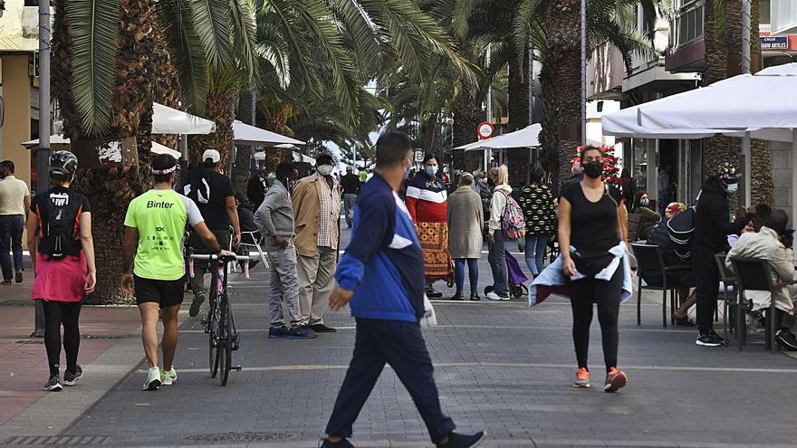 Los casos diarios en Canarias caen a 112, el dato más bajo desde diciembre