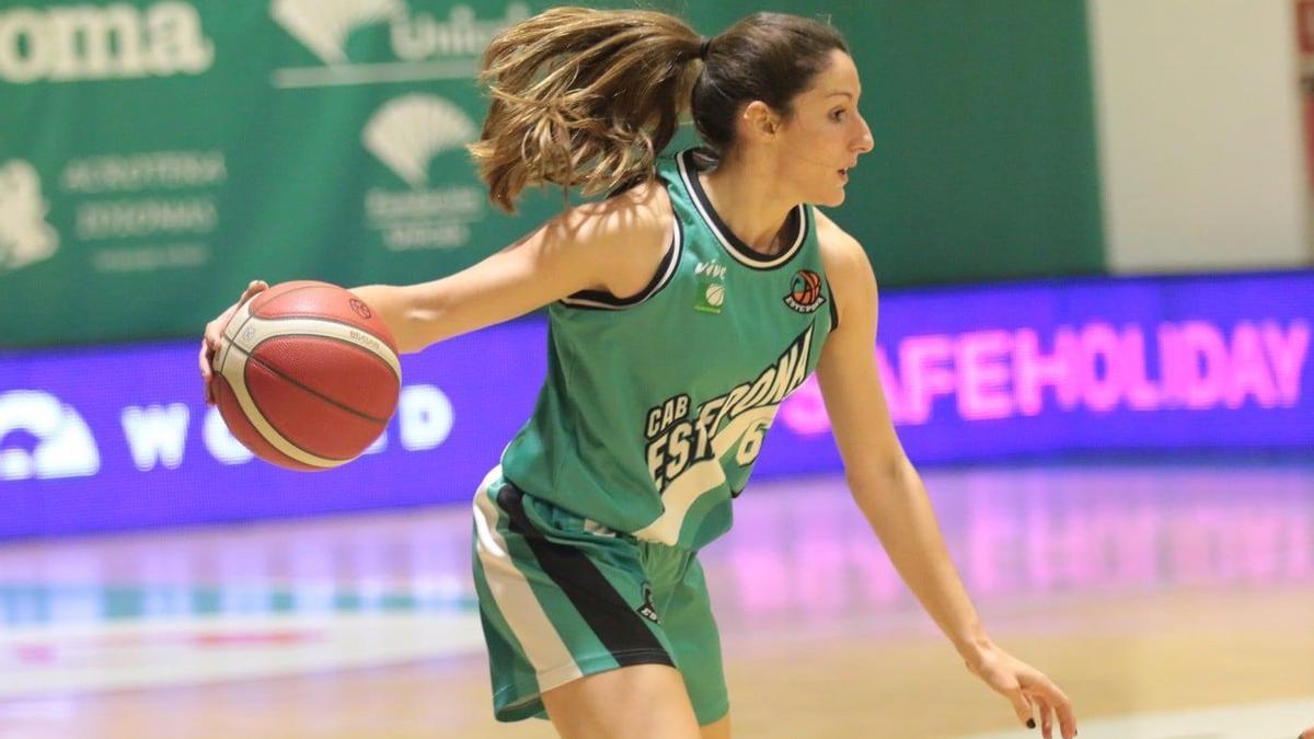 Clara Cáceres, en un partido de la pasada temporada.