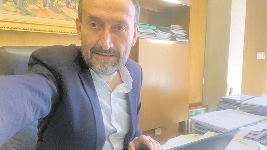 Carlos González: «Vamos a destinar cinco millones de euros en ayudar a las familias, a los autónomos y las micropymes»