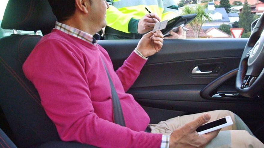 Las distracciones causan casi el 30% de los muertos en carretera, la mayoría por el móvil