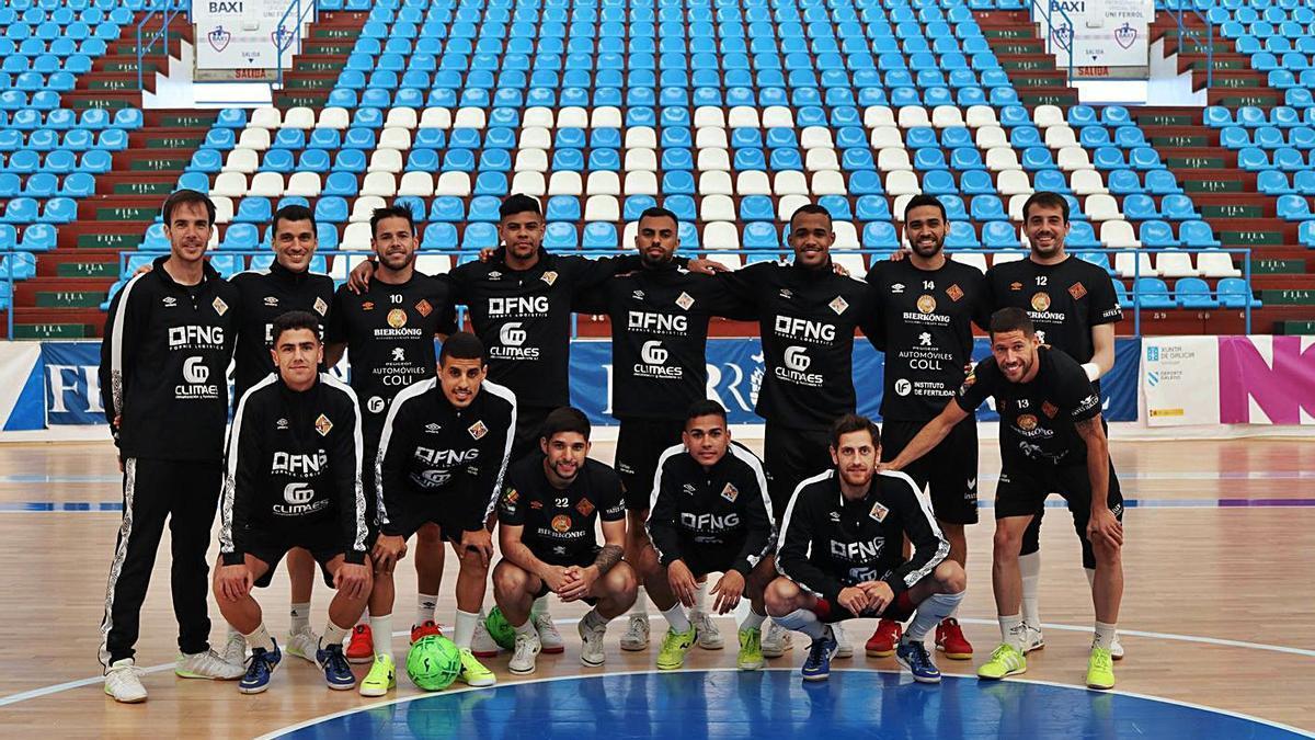 El Palma Futsal posó sobre el parqué de A Malalta, escenario del partido de esta tarde.