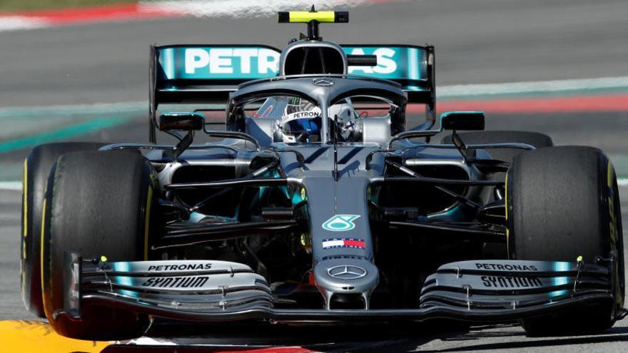 Los Mercedes mandan en los segundos libres, por delante de Ferrari