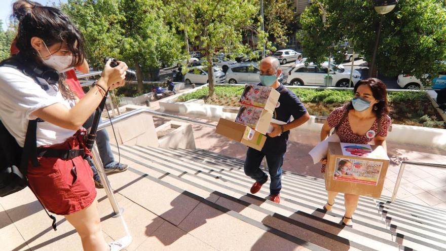 Las AMPA de la Región no tiran la toalla y, tras entregar 11.000 firmas, siguen recabando apoyos
