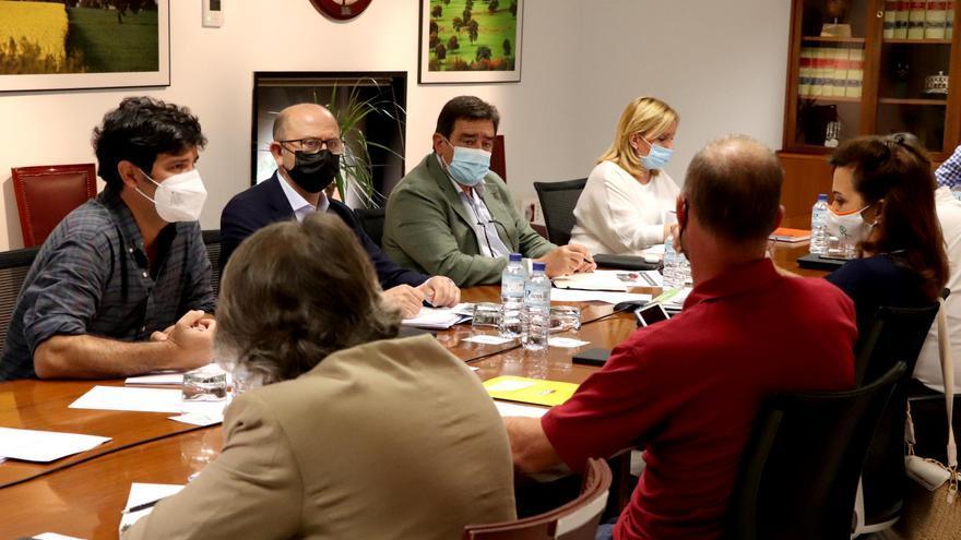 La Junta muestra su apoyo al sector del vacuno de leche tras una reunión con sus representantes