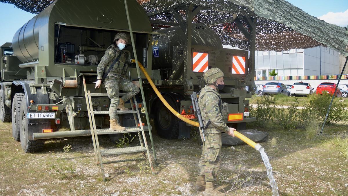 Militares de la Brilat en unas maniobras en el polígono de Barro