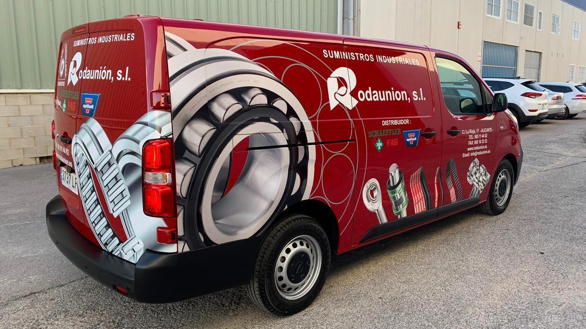 Rodaunión cuenta con más de 30.000 referencias en stock que está en constante renovación según las necesidades del mercado.
