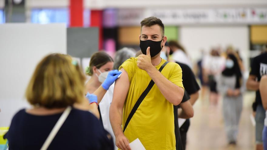 Los murcianos que viajen al extranjero por estudios o trabajo podrán pedir cita para vacunarse