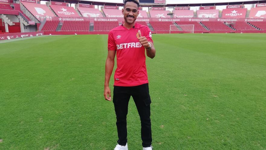 El Mallorca sorprende con el fichaje del delantero Jordi Mboula