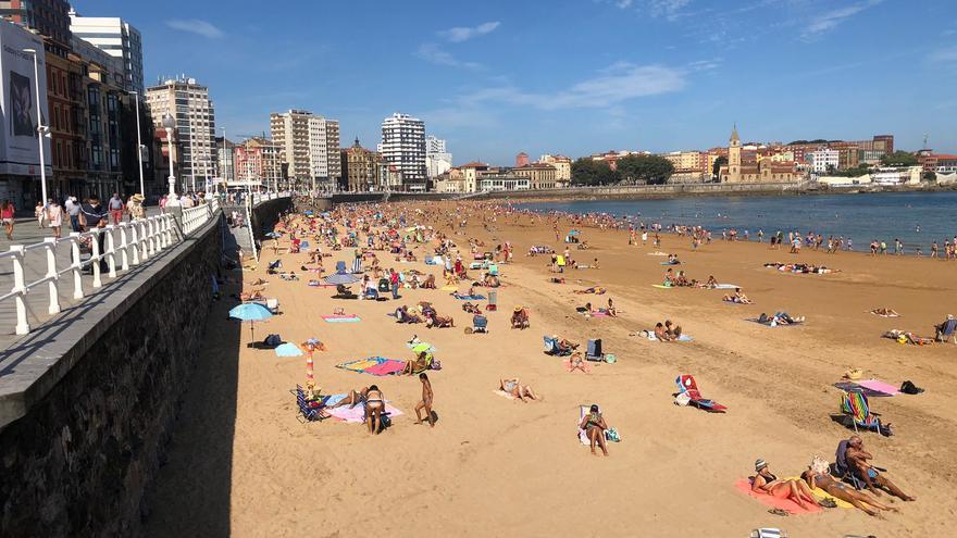 Asturias vive otra jornada de altas temperaturas antes de que llegue un nuevo frente por el Occidente