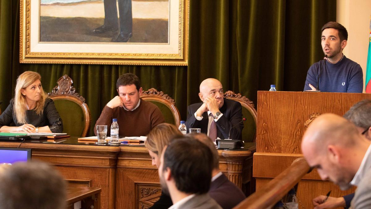 Marco, Garcia y Navarro en un pleno municipal de Castelló.