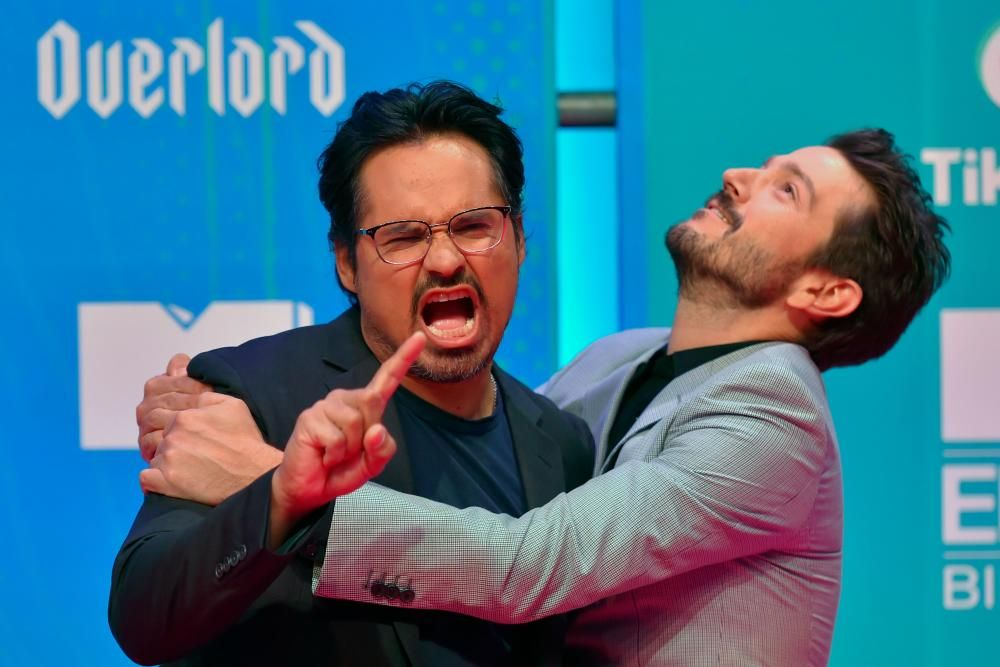 Mexican actor Diego Luna (R) and US actor Michael Pena pose on the red carpet ahead of the MTV Europe Music Awards at the Bizkaia Arena in the northern Spanish city of Bilbao on November 4, 2018. (Photo by ANDER GILLENEA / AFP)