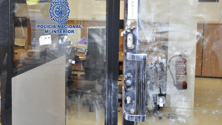 Fuerza la puerta de una agencia de viajes de Murcia para robar un ordenador