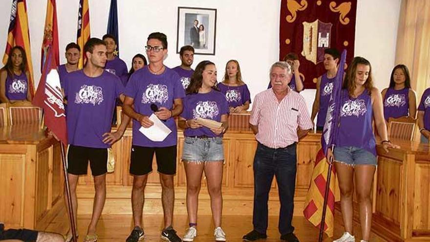 La cena popular y la Capta de los quintos dan inicio a las fiestas de Sant Bartomeu de Consell