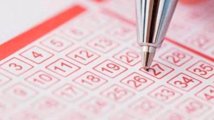 Gana 22 millones de euros en la lotería y destruye el billete accidentalmente en la lavadora