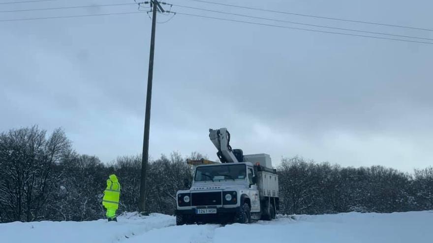La nieve deja sin luz varias aldeas del concello de Rodeiro