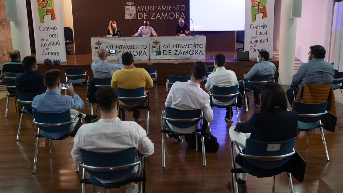 Estela López, Tomás Gestoso y Christoph Strieder en la inauguración del encuentros de los Consejos de la Juventud de Zamora y Valladolid