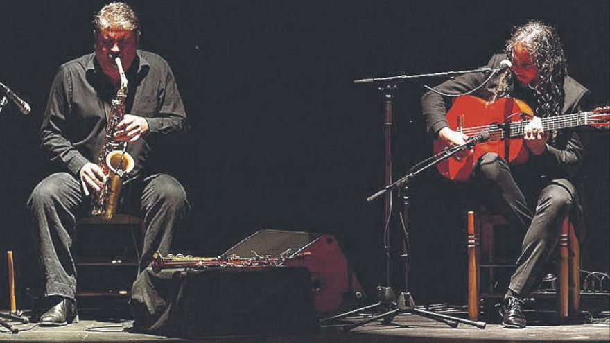 Una guitarra, un saxo y un timple se unen en el homenaje a Paco de Lucía