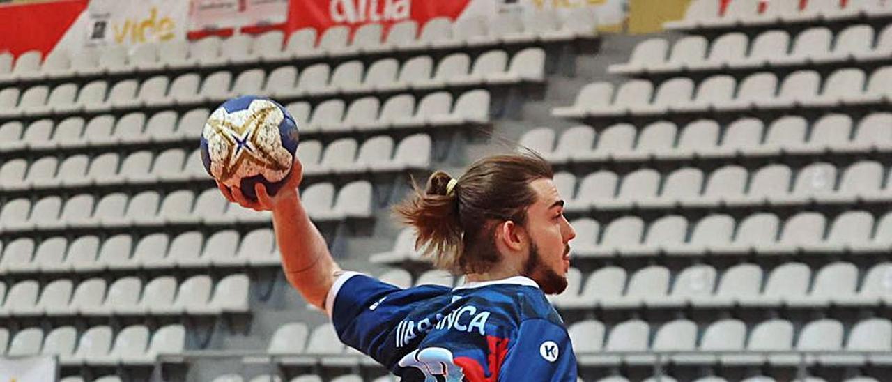 Villoria debutó ayer con el Luceros y anotó seis goles. |  // ALBA VILLAR