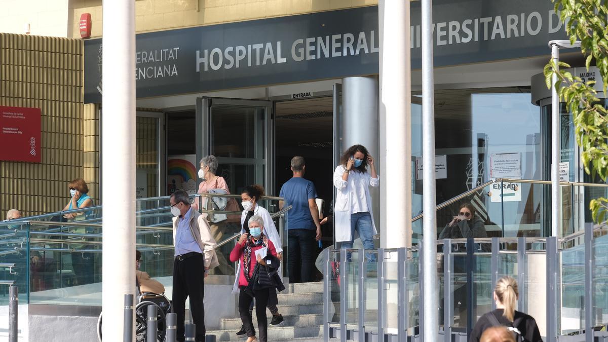 El Hospital General Universitario de Elda comienza a saturarse con enfermos de covid-19.