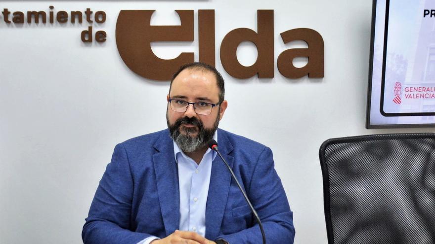 Más de 1.100 personas optan a 16 plazas de auxiliar administrativo en el Ayuntamiento de Elda