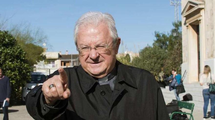 El Papa releva al obispo de Mallorca tras su presunta relación sentimental