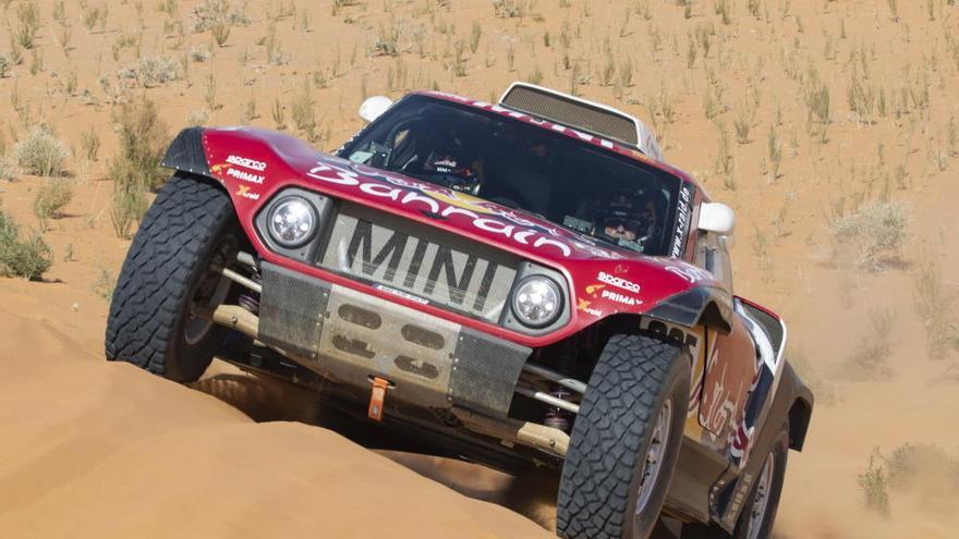 Carlos Sainz, segundo en la sexta etapa del Dakar, refuerza su liderato y Fernando Alonso termina quinto