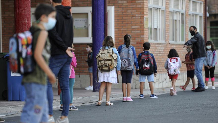 Un positivo en Sanxenxo y otro en Boiro elevan a cinco los casos en centros educativos de este martes