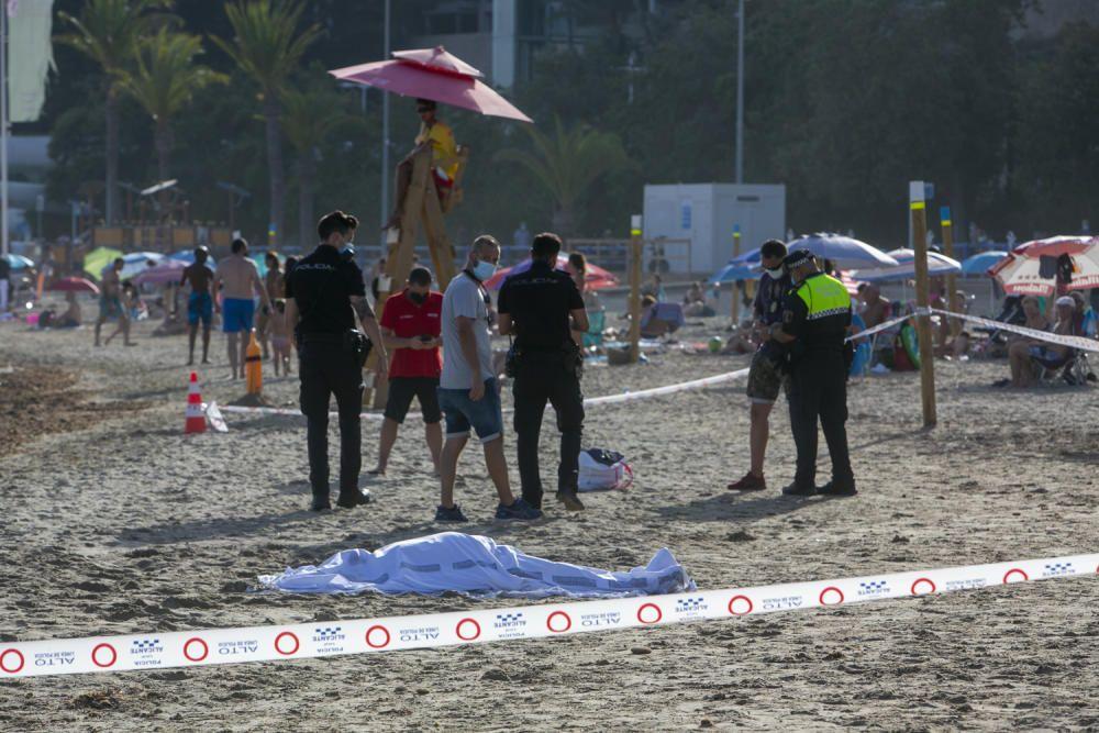 El servicio de socorrismo han rescatado al bañista y han iniciado las maniobras RCP pero finalmente ha muerto.