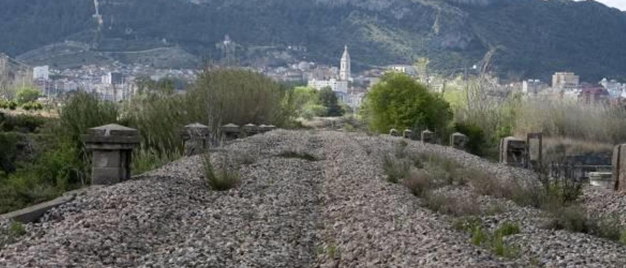 El antiguo trazado ferroviario que se regenerará dentro de la vía verde Carcaixent-Xàtiva.