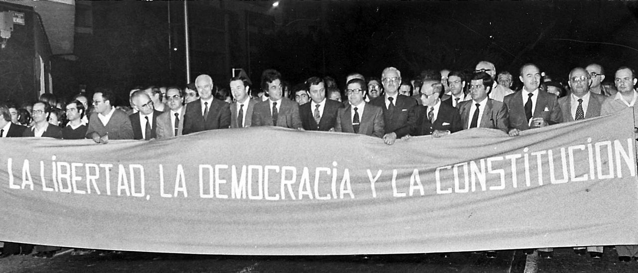 Manifestación celebrada el 27 de febrero de 1981 bajo el lema 'La libertad, la democracia y la Constitución'.
