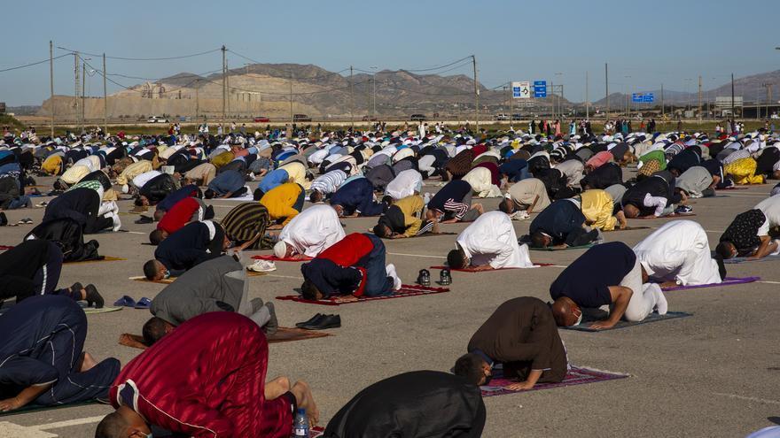 La comunidad islámica de Alicante cierra el Ramadán con un rezo al aire libre en el recinto de Rabasa