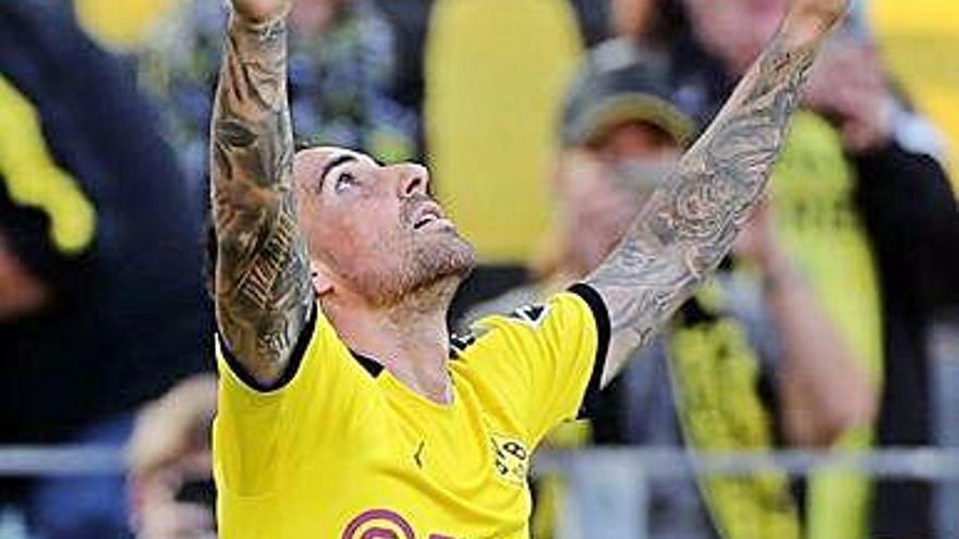 Alcácer continua en estat de gràcia i el Dortmund avisa el Barça amb golejada