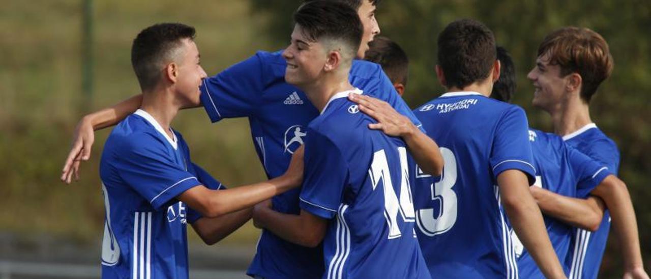 El Oviedo celebra un gol