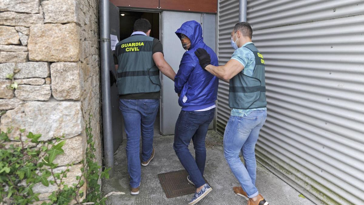 El detenido a su entrada en los Juzgados de Lalín