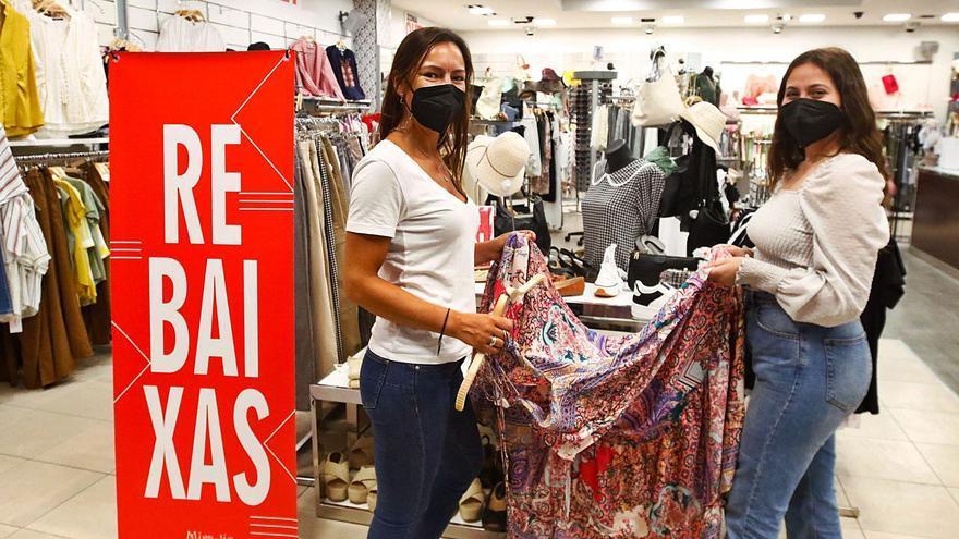 La mayoría del pequeño comercio de Vilagarcía se resiste a adelantar las rebajas