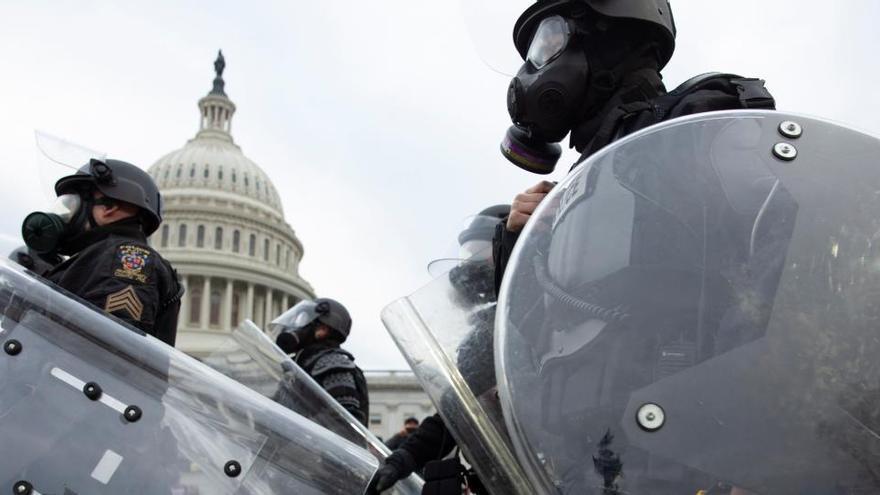 """Un informe del FBI alertó de una """"guerra"""" en el Capitolio un día antes del asalto"""